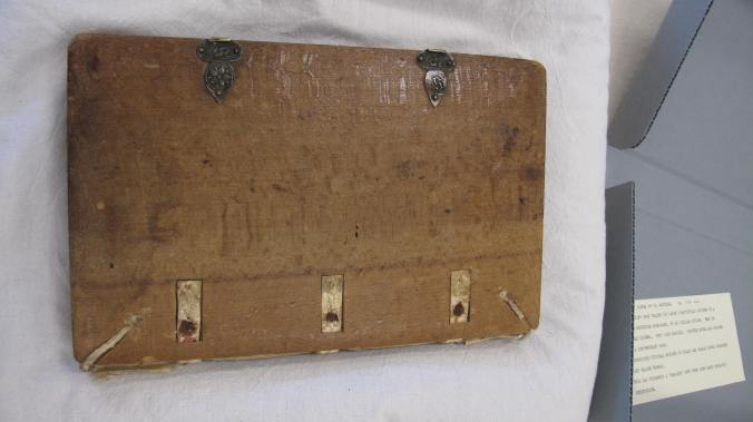 Wellington, Alexander Turnbull Library MSR-15 - bevelled wooden board with catchplates and thongs